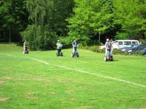 Am Rande der German Masters im Segway-Polo: eine Runde um den Platz drehen (Quelle: Christian Kahl)