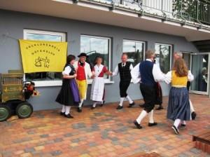 Der Folklorekreis Gütersloh zeigte am Möhnesee traditionelle Volkstänze. (Quelle: Christian Kahl)