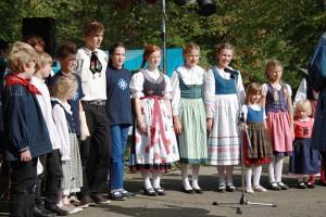 Traditionelle Trachten und Tanz heute ein eher seltener Anblick (Foto: Stefanie Gradt)
