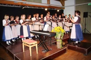 Singen war bei der Danzdeel schon immer beliebt. 2003 wurde deshalb ein Chor gegründet. (Quelle: Danzdeel Salzkotten)