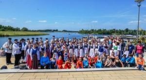 Am Xantener Hafen wurde es bunt! Mit Musik, Tanz und Gesang zeigten die djo-Gruppen ihr Können. (Quelle: djoNRW)