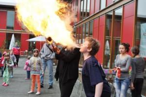 Die vielen Angebote in den Workshops begeisterten die djo'ler. Da durfte es auch schon mal heißer werden. (Quelle: djoNRW)