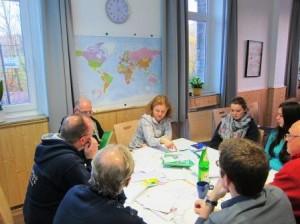 In Kleingruppen wurde diskutiert, wann und warum Deutsche ihre Heimat verließen. (Quelle: Dr. Christian Kahl)