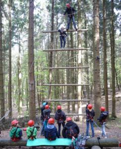 Herausforderung Hochseilgarten. (Quelle: Herbert Schnalle)