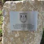 Ein Gedenkstein an der Fischbachbrücke erinnert an die Eröffnung am 8. Mai 2015 (Quelle: Dr. Christian Kahl)