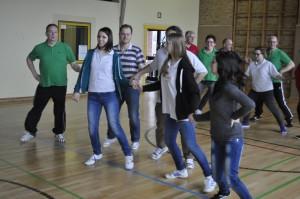 Über Workshops begeistert man neue Mitglieder fürs Tanzen. (Quelle: Folklorekreis Gütersloh)