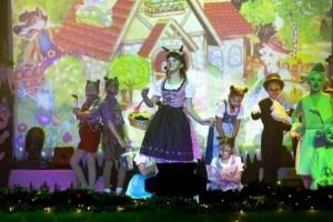 """Neben Gesang und Tanz sind die jungen Künstler von """"Der Spaß"""" auch Profis im Theaterspielen (Quelle: Der Spaß/ Myachkova)"""