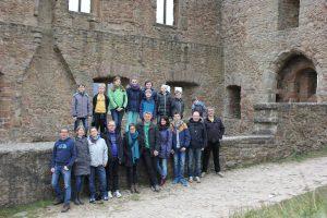 DJO Merkstein in den Ruinen der Burg Lichtenberg (Quelle: DJO Merkstein)