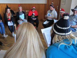 16 Märchenfiguren mussten den Mord an Schneewittchen aufklären (Quelle: djoNRW)