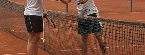 Sportlich fair. Kennenlernen auf dem Tennisplatz (Quelle: Youssef Hanna)