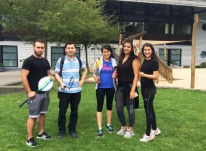 Zum Badminton trafen sich Jugendliche mit Migrationshintergrund und junge Geflüchtete (Quelle: B'shayno.Willkommen.)