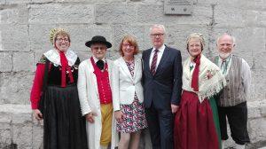 Der deutsche Botschafter in Belgiern begrüßte den Folklorekreis Gütersloh (Quelle: www.folklorekreis.de)