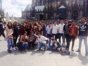 Ein Muss für alle Köln-Besucher: Das Foto auf der Domplatte (Quelle: djoNRW/Jugendverbandsarbeit)