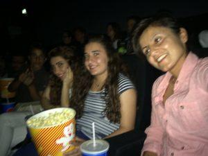 In Gemeinschaft mit anderen Jugendlichen kommt das richtige Kino-Feeling auf (Quelle: Tanja Ergün)