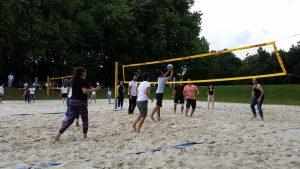 Beim Volleyballturnier kam es auf Sportlichkeit und Teamgeist an (Quelle: Nora Liebetreu)