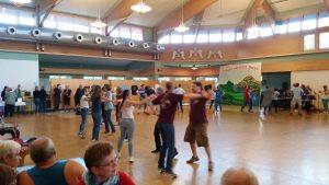 Zuschauen und Mitmachen hieß es beim offenen Tanzabend der Danzdeel Salzkotten (Quelle: Nora Liebetreu)