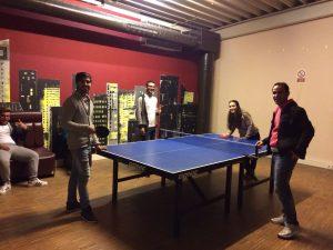 Gemeinsam Spaß beim Billard und Tischtennis (Quelle: B'shayno.Willkommen.)