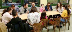 Das beliebte Kartenspiel UNO wurde zum Abschluss in größerer Runde gespielt (Quelle: Nora Liebetreu)