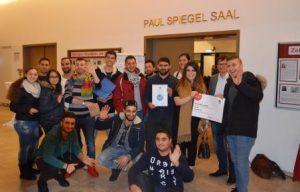 Glückliche Gewinner! Die Jugendlichen von B'shayno.Willkommen. hatten Grund zur Freude (Quelle: Suryoye Ruhrgebiet)