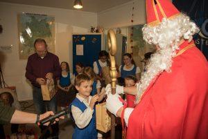 Der Nikolaus besucht die DJO Merkstein (Quelle: Rainer Wieners)