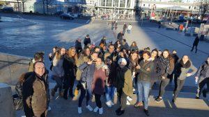 Gut gelaunt und mit großer Vorfreude kamen die Jugendlichen in Dortmund an (Quelle: AJM e.V.)
