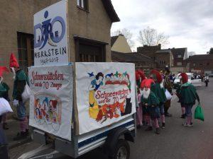 Ein Bagagewagen versorgte die Zwerge und bot Nachschub für Kamelle (Quelle: Quelle: Christian Stankewitz)