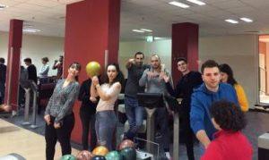 Viel Spaß hatten die jungen Frauen und Männer beim Bowling (Quelle: Gabriel Raschko)
