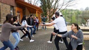 """Mit viel Spaß nehmen die Jugendlichen an der Schulung """"Projektmanagement für Jugendreisen"""" teil (Quelle: transfer e.V./djoNRW e.V./ AJM e.V.)"""