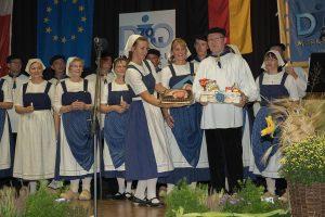 Die Mitglieder der djo Merkstein überraschen ihren Vorsitzenden, Thomas Krelle. (Quelle: djo Merkstein)