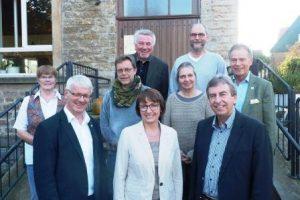 Die Mitglieder des Fördervereins und Politiker verschiedener Parteien diskutierten mit der Landtagsabgeordneten Monika Düker (Mitte) (Quelle: Förderverein Himmighausen)