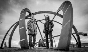 """Mark Bloomer und Andrew Cadie von """"Broom Bezzums"""" stehen für eindrucksvolle Bühnenpräsenz und kraftvolle Live-Aufritte (Quelle: Jolyon Holroyd)"""