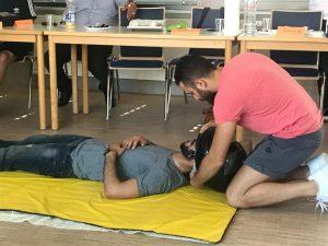 Praktischer Unterricht ist bei der Erste-Hilfe-Ausbildung das Wichtigste (Quelle: djoNRW/AJM e. V.)