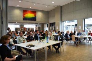 Über 70 Teilnehmerinnen und Teilnehmer sind zur abschließenden Dialogveranstaltung gekommen (Quelle: AJM e.V./djoNRW)