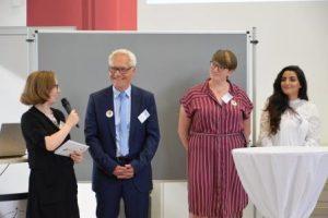 Jil-Madeline Blume, Martin Pantke, Johanna Leifeld und Rahaf Shalash (v. l. n. r.) diskutieren über das Projekt. (Quelle: AJM e.V./djoNRW)
