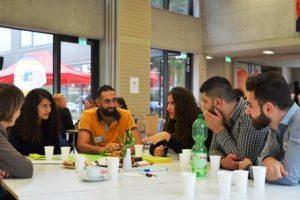 In den Workshops diskutieren die Teilnehmenden über Erfahrungen und neue Ideen. (Quelle: AJM e.V./djoNRW)