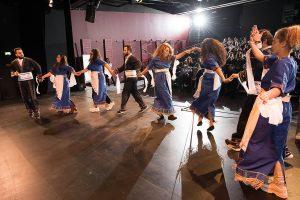 Die Tänzer und Tänzerinnen von Suryoye Ruhrgebiet e.V. begeistern bei der Preisverleihung zum buntblick18 (Quelle: LJR NRW)