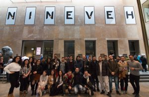 """In der Ausstellung """"Niniveh"""" nähern sich die Jugendlichen dem Projekt """"Identität & Menschlichkeit"""" (Quelle: LJR NRW)"""